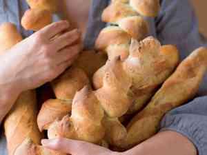 classic-french-bread-0d56454382771032f88402d5f2424663f58b7d52-s6-c10
